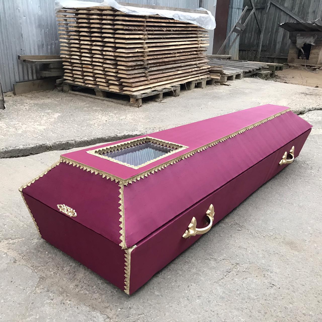 закрытый гроб с окном для ковид